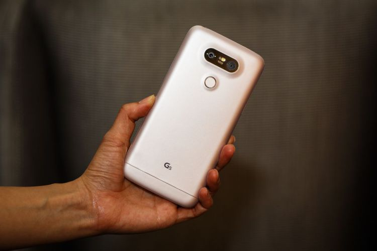 Первые рендеры смартфона LG G6 LG  - g6_leak1.-750