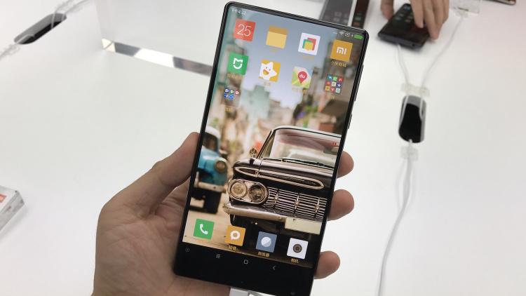 Безрамочное решение от Meizu показалось на фотографии Другие устройства - xiaomi-mi-mix.-750