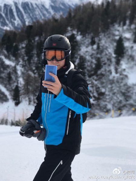 Xiaomi Mi Note 2 скоро появится и в голубом цвете Xiaomi  - mi-note-2-coral-blue-2