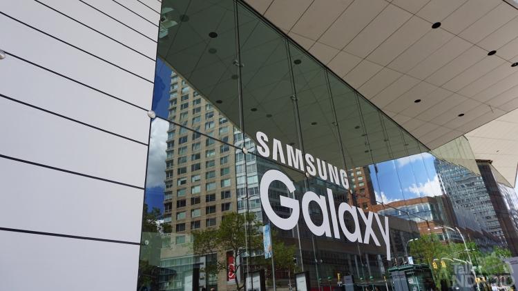 Samsung хочет снизить российские цены на смартфоны Samsung  - samsung_galaxy_logo_unpacked_2015_ta.-750