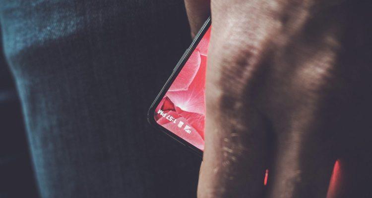 Энди Рубин поделился фото своего нового смартфона Другие устройства  - essential-smartphone.-750