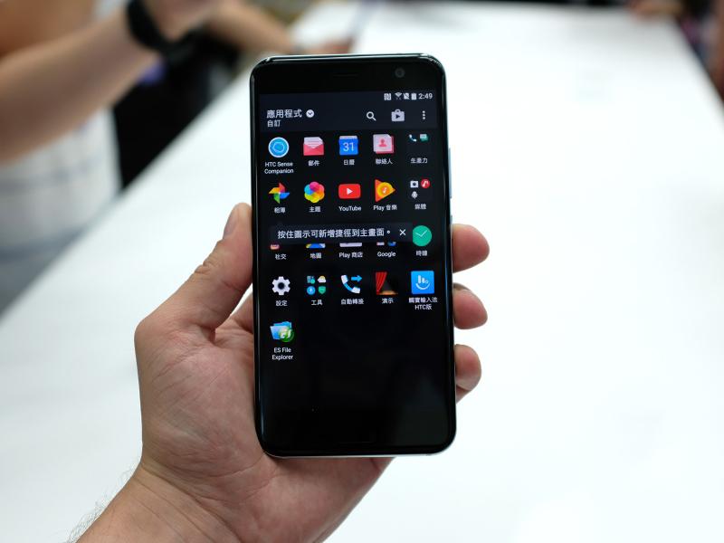 HTC U11 появится в России в конце июня HTC  - sm.01.800