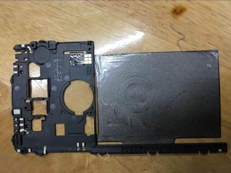 Фото LG V30, подтверждающие критически важную особенность гаджета LG  - lg-v30-wirelles-charge-2