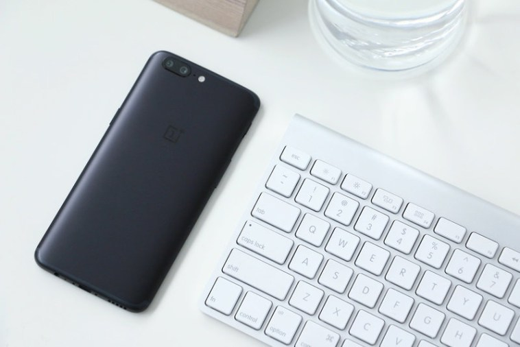 Фото и видео OnePlus 5. Сравнение двух расцветок Другие устройства - oneplus_5_live_09