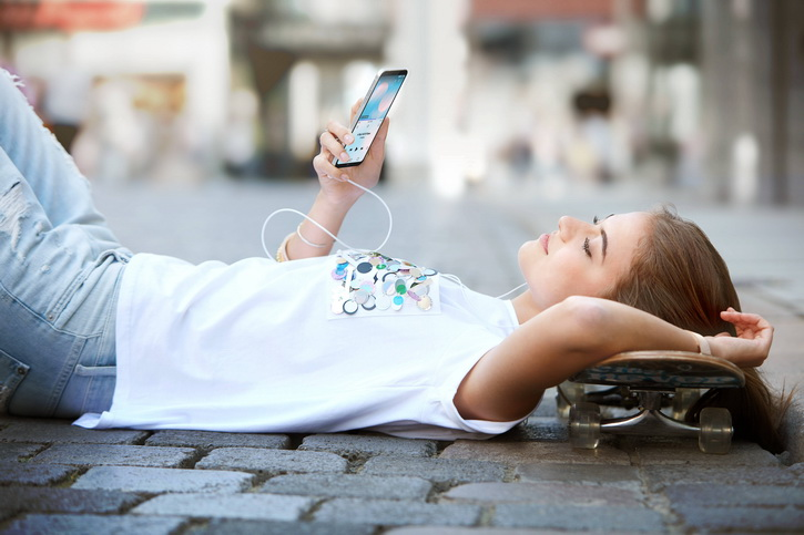 Анонс LG Q6, Q6+ и Q6а – красивые бюджетные гаджеты на Snapdragon 435 LG  - lg_q6_press_01