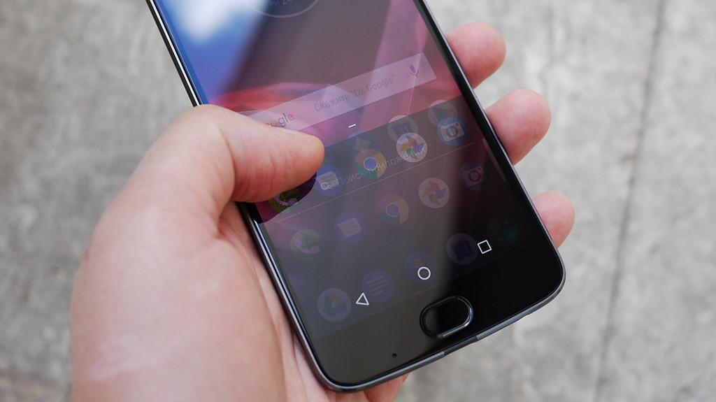 Обзор Lenovo Moto Z2 Play: модульный смартфон среднего класса Другие устройства  - 1-7