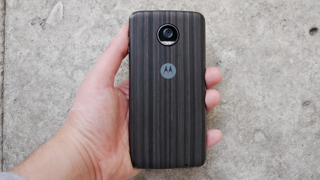 Обзор Lenovo Moto Z2 Play: модульный смартфон среднего класса Другие устройства  - 3-1-1