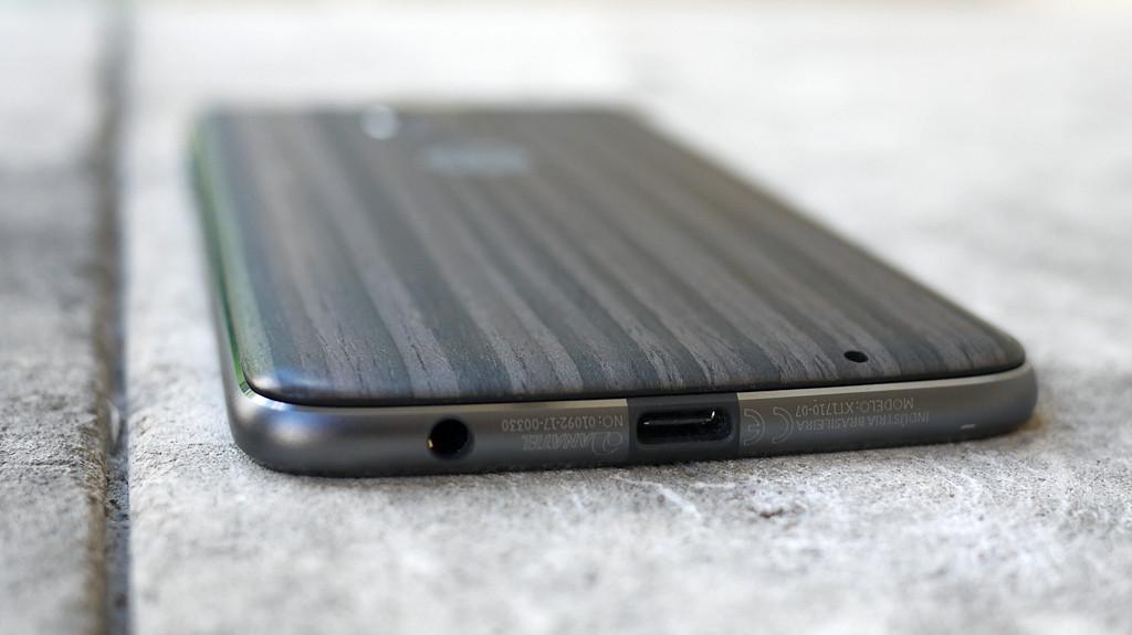Обзор Lenovo Moto Z2 Play: модульный смартфон среднего класса Другие устройства  - 4-1-1