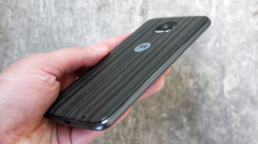 Обзор Lenovo Moto Z2 Play: модульный смартфон среднего класса Другие устройства  - 7-1-1
