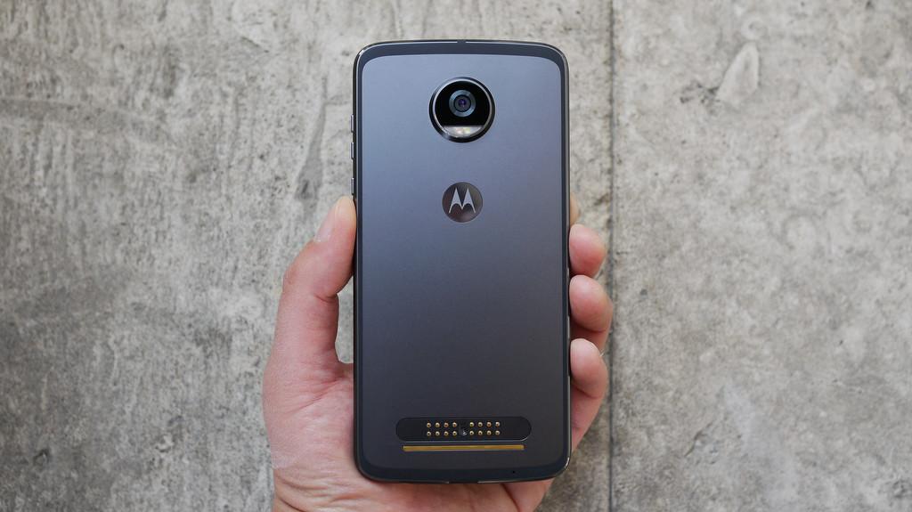 Обзор Lenovo Moto Z2 Play: модульный смартфон среднего класса Другие устройства  - 7-2-1