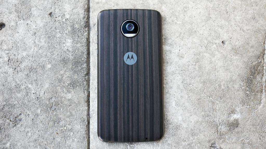 Обзор Lenovo Moto Z2 Play: модульный смартфон среднего класса Другие устройства  - 8-2-1