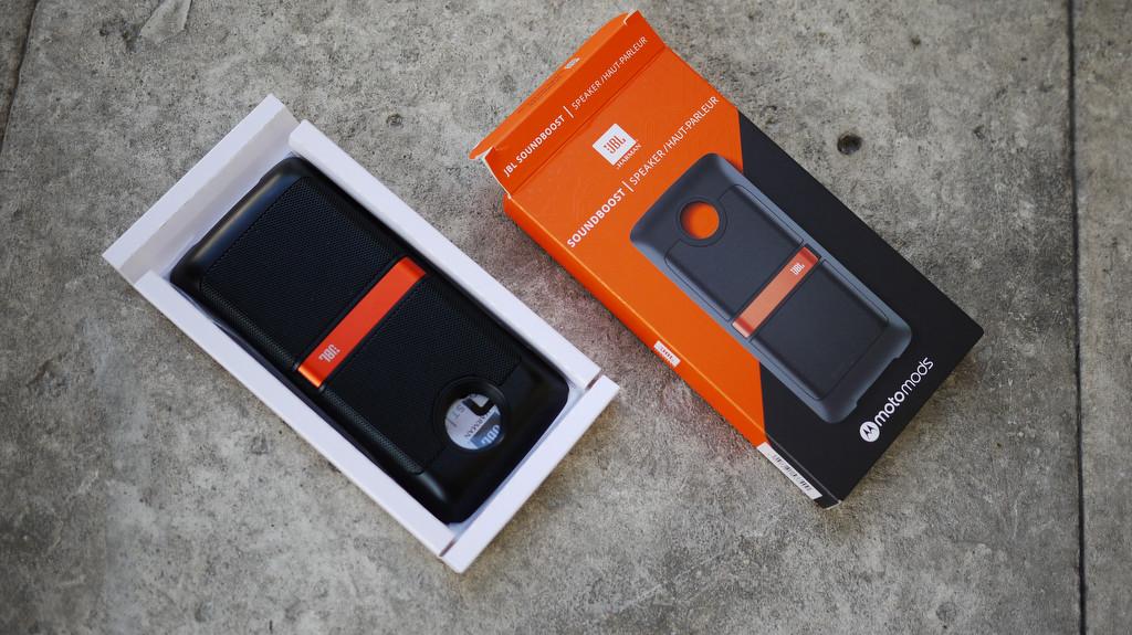 Обзор Lenovo Moto Z2 Play: модульный смартфон среднего класса Другие устройства  - 8-3-1