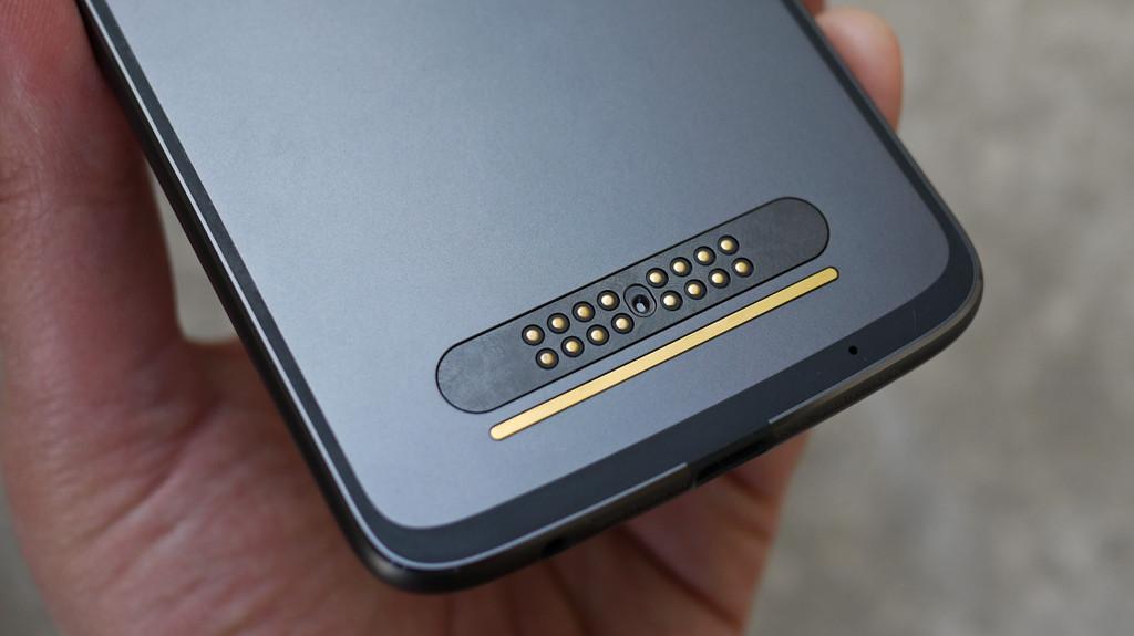 Обзор Lenovo Moto Z2 Play: модульный смартфон среднего класса Другие устройства  - 8-5
