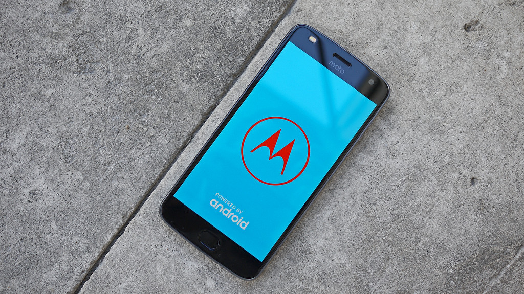 Обзор Lenovo Moto Z2 Play: модульный смартфон среднего класса Other - 9-1-1