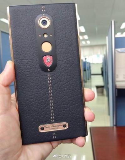 Lamborghini все-таки выпустила смартфон Alpha-One, за скромные $2450 Другие устройства  - e9334bd4c443719389cf94fda6849f79