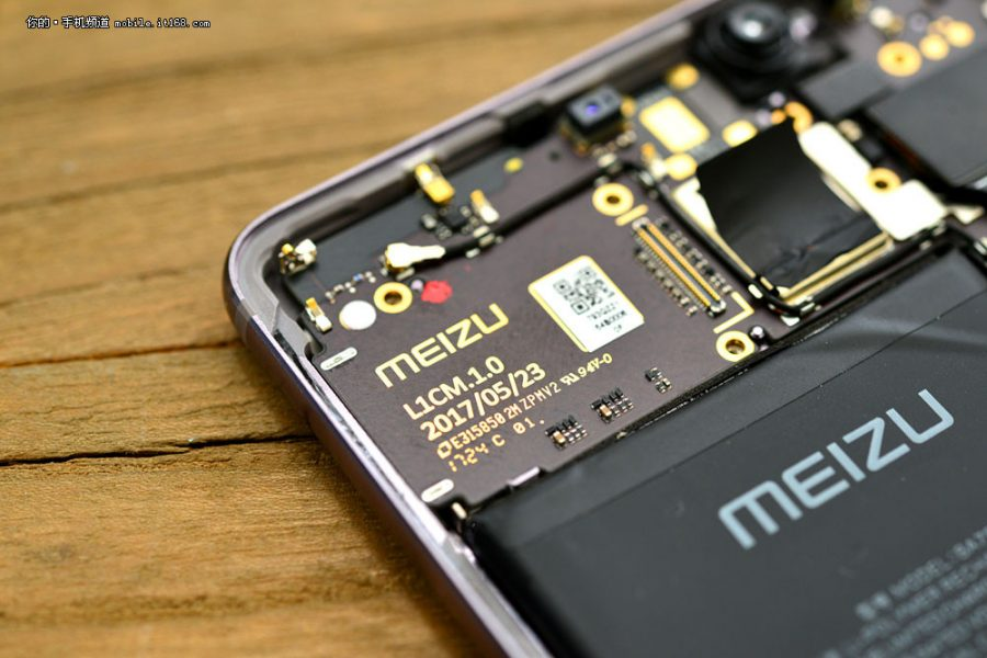 Сумасшедшая разборка Meizu Pro 7 Plus на фото Meizu  - meizu_pro_7_plus_teardown_06
