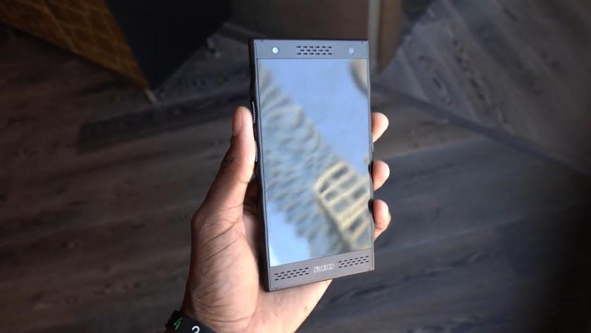 RED показала прототип дорогого «голографического» смартфона Hydrogen One Другие устройства  - red-hydrogen-one-prototype-1