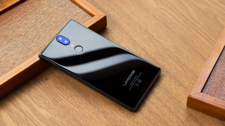 Характеристики безрамочного смартфона UMIDIGI Crystal Другие устройства  - umidigi_crystal_press_04