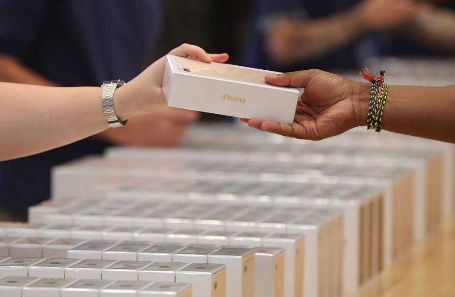 Apple удовлетворит спрос на iPhone X только в следующем году Apple  - apple-iphone-7-series-takes-samsung-hometown-by-storm-south-korea