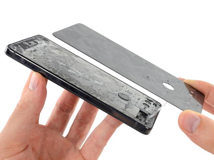 iFixit дал очень низкую оценку Essential Phone Другие устройства  - essential_ifixit_repair_01