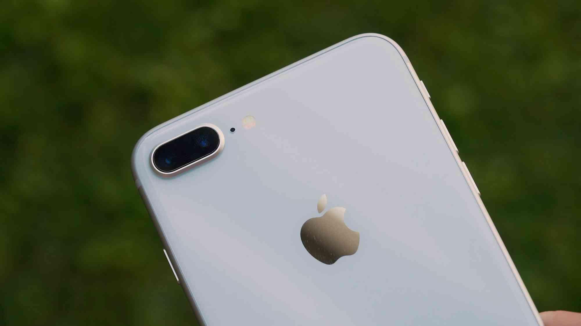 Первый, быстрый обзор iPhone 8 Plus с реальными фото Apple  - iphone8plus_obzor_01-1