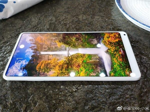 Покупателям не понравился безрамочный Xiaomi Mi Mix 2 в белом корпусе Xiaomi  - xiaomi-mi-mix-2-white-1