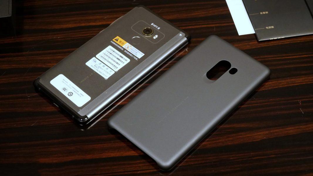 Распаковка новенького Xiaomi Mi Mix 2 на фото Xiaomi  - xiaomi_mix2_unboxing_08