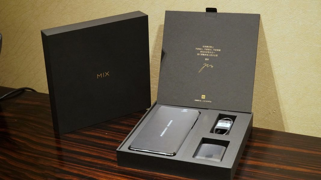 Распаковка новенького Xiaomi Mi Mix 2 на фото Xiaomi  - xiaomi_mix2_unboxing_09