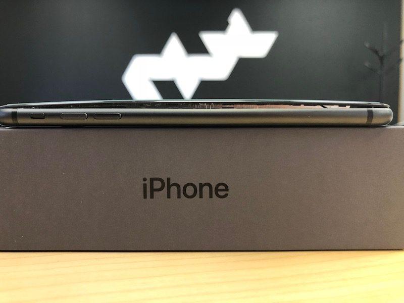 Новые случаи брака батареи в iPhone 8 Plus Apple  - apple_burst_02