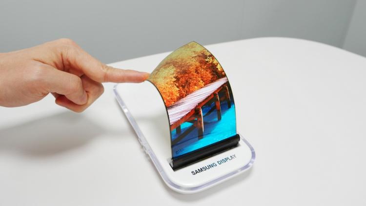 Samsung показала, каким будет изгибаемый Galaxy X Samsung  - flexible-1.-750