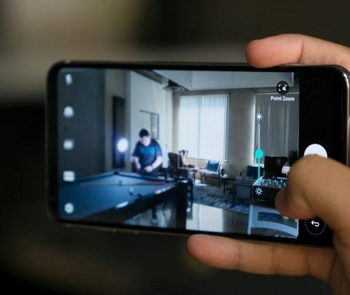 Обзор нового флагмана LG V30. Гаджет, которым хочется обладать LG  - lg-v30-point-zoom