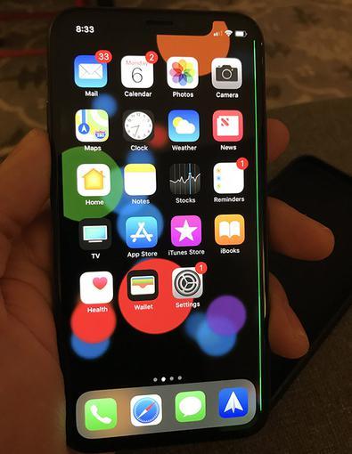 Пользователи негодуют из-за зеленой полоски на экране iPhone X Apple  - 7429e6581ec34e1648d5e114e31153b1