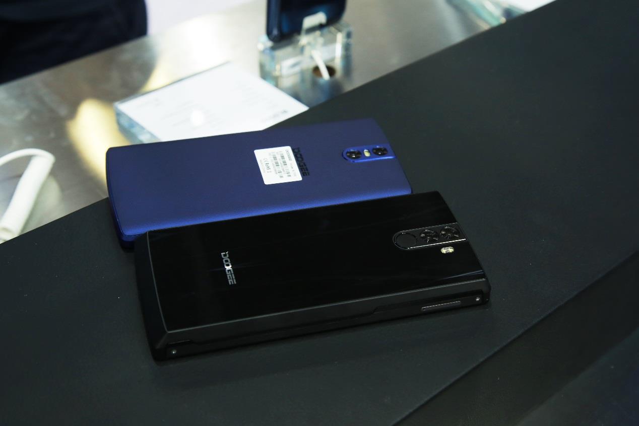 DOOGEE BL12000: новый гаджет с батареей аж на 12 000 мАч Другие устройства  - doogee-bl12000