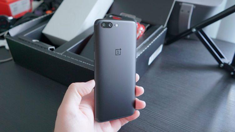 Первое настоящее фото OnePlus 5T Другие устройства  - oneplus-2.-750