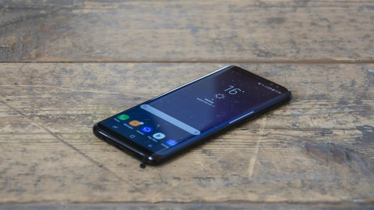 Какой самый ожидаемый смартфон Samsung покажет в январе ?! Samsung  - s8-8.-750