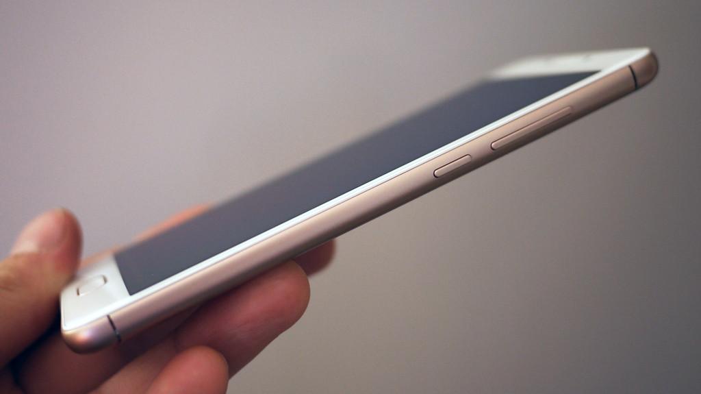 Обзор Meizu M6: компактный смартфон с амбициями Meizu  - 7