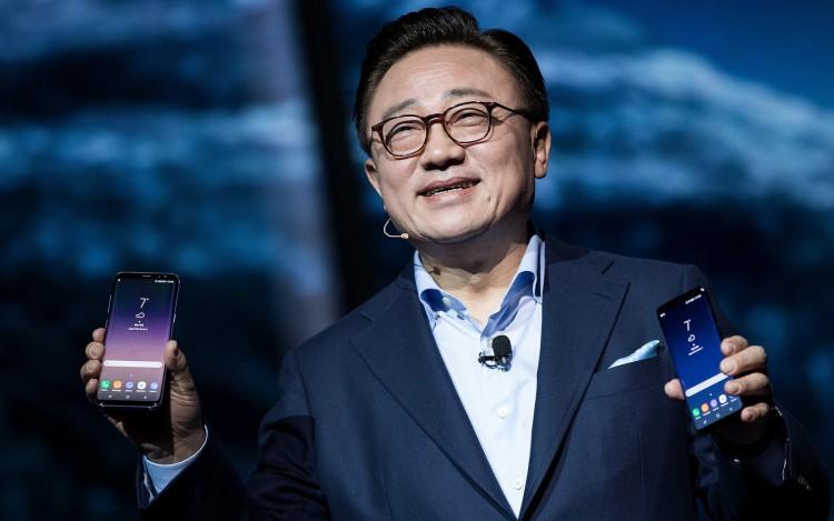 Складной Galaxy X окажется безупречным смартфоном Samsung  - dj-koh.-750