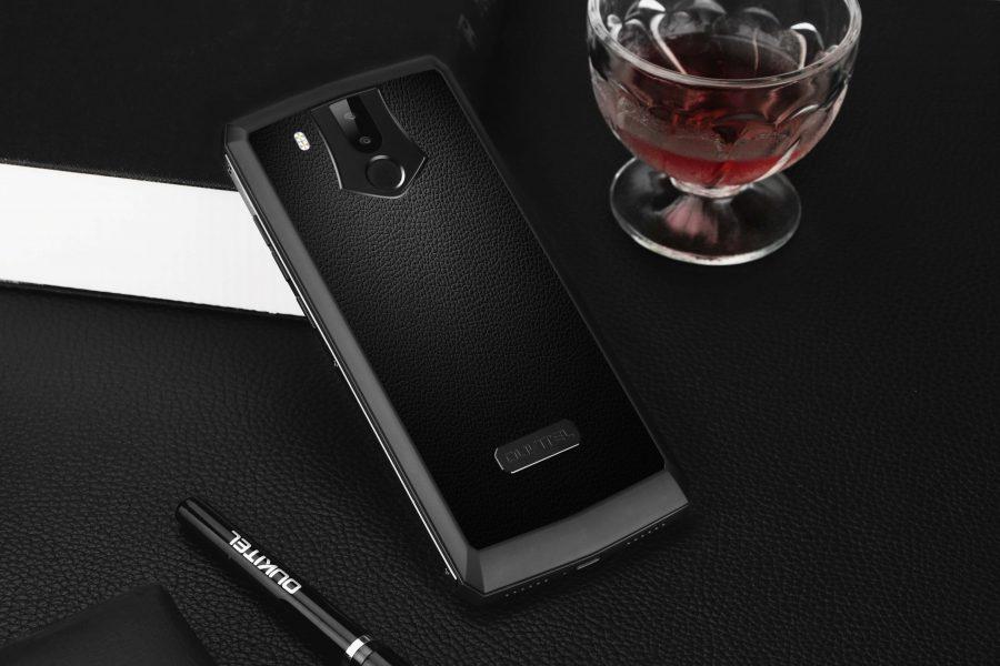 Смартфон с самым емкой батареей в мире доступен со скидкой Другие устройства  - oukitel