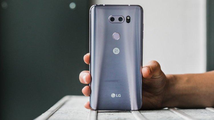 Глава LG приказал разрабатывать LG G7 с нуля, прямо перед презентацией LG  - v30-3.-750