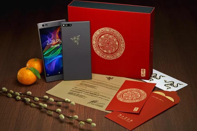 Razer показала специальный «золотой» Razer Phone (фото) Другие устройства  - ef39ce27a7158344071d9a6c1669a135