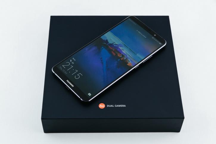 5 крутых смартфонов для покупки на Aliexpress и как на этом сэкономить Гаджеты  - huawei_mate_10_press_10_resize