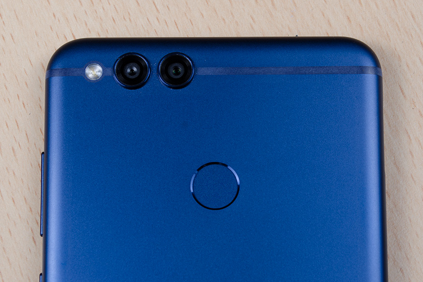 Обзор на Huawei Honor 7x: симпатичный смартфон с необычным дисплеем Huawei  - h7x_3273