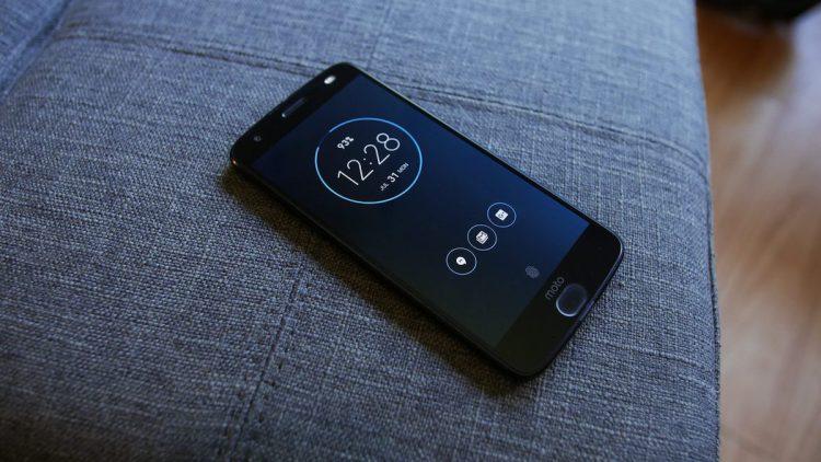 Самые ожидаемые мобильные гаджеты «второго эшелона» Другие устройства  - Moto-Z2-Force.-750