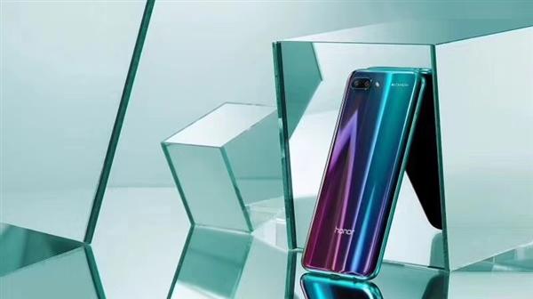 Анонс Huawei Honor 10: самый мощный переливающиеся смартфон Huawei  - s_84715e01bbaa42809cabb9c155cab1b2