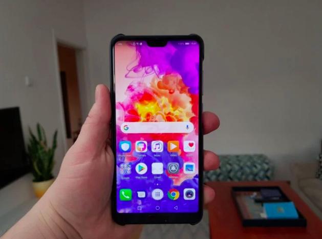Почему Huawei не осмелилась или почему Apple стала первой в стане «моноброви» Huawei  - Snimok_ekrana_2018-04-20_v_12.14.15