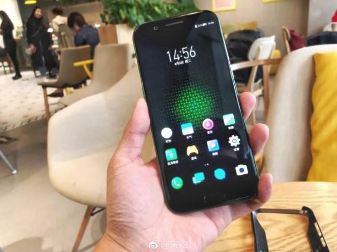 Xiaomi Black Shark раскупают как пирожки Xiaomi  - xiaomi-black-shark-1-milione-registrazioni