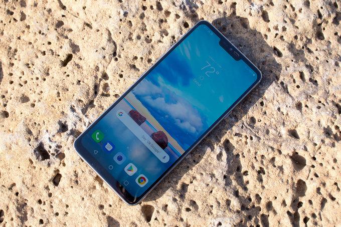 Обзор LG G7 ThinQ - дорогой, но умный гаджет LG  - 1525346534_lg-g7-display