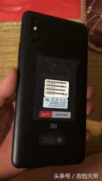 Новенький Xiaomi Mi Max 3 засветился на видео раньше времени Xiaomi  - 153083874647712ca9c89eb