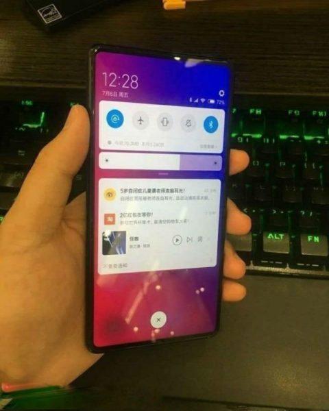 Свежие фото нового Xiaomi Mi Mix 3 в черной и белой расцветке Xiaomi  - crop_63_640x800-_1_