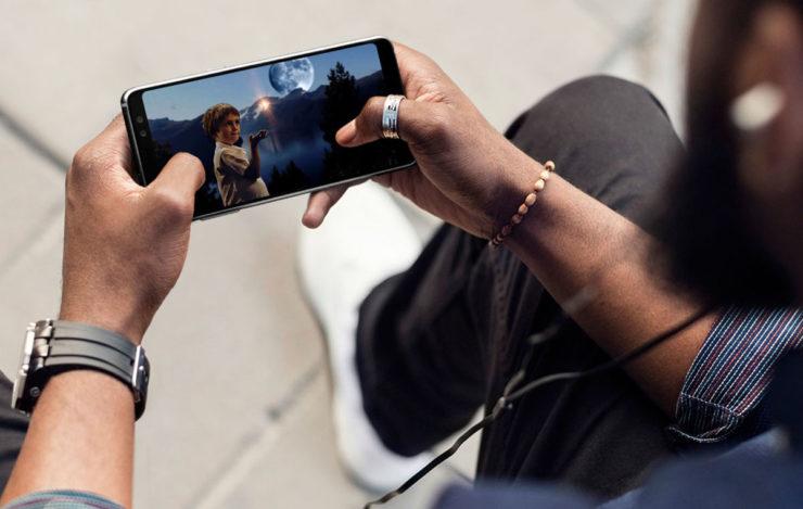 Samsung создает свой смартфон для геймеров Samsung  - Infinity-Display-Samsung-1-740x469